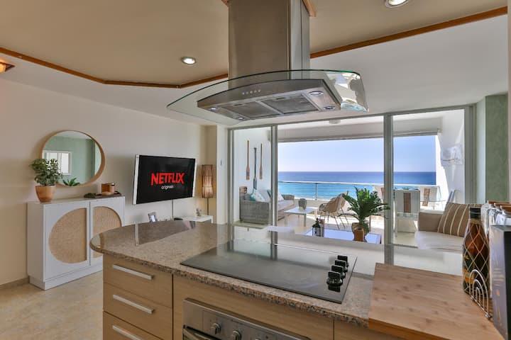 ☀️Luxury Beachfront 📍Marbella w/ Smart TV & Lock