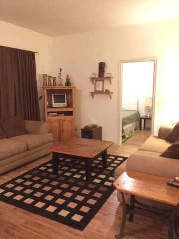 Downtown One Bedroom Suite - Pemberton - House