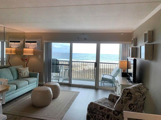 182-Sunny and bright one BD  condo with outdoor pool and Free  WiFi