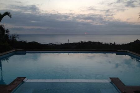 Montanita Pool-Hot-Tub Mansion - Curia - House