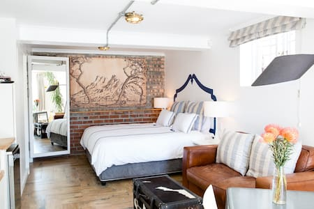 Gorgeous, Sunny Brynterion Cottage - Cape Town