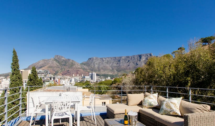 Historic Home | Panoramic Views | Hot Tub | DSTV
