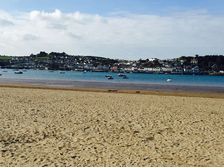 Instow Beach, perfect for dog walking or perhaps just a stroll in the sunshine. Directly opposite Appledore, there is a ferry which you can take each morning to visit Appledore.