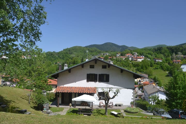 Rustic house in mountain surroundings and views from a lovely garden