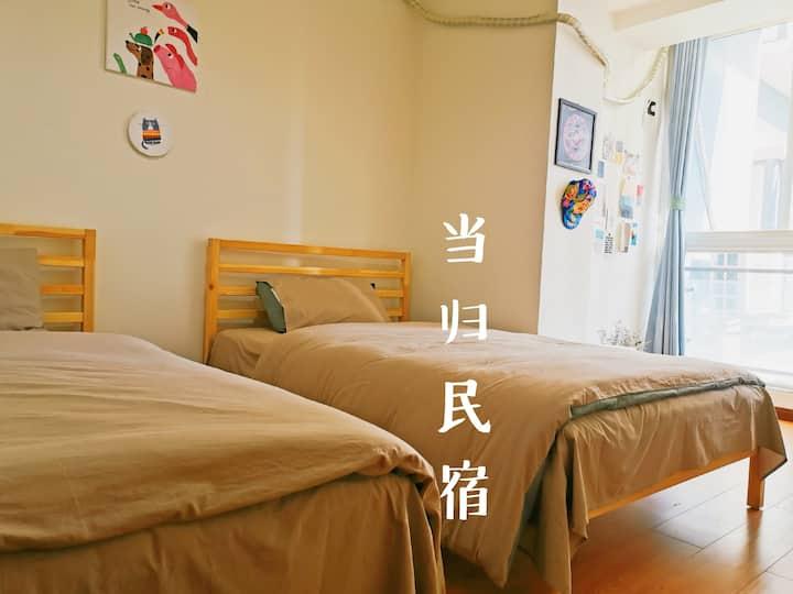 当归@原味民宿 55平,临中庭安静 享用整套公寓,热水足 近大佛、张公桥美食街、乐山港 宜2—3人