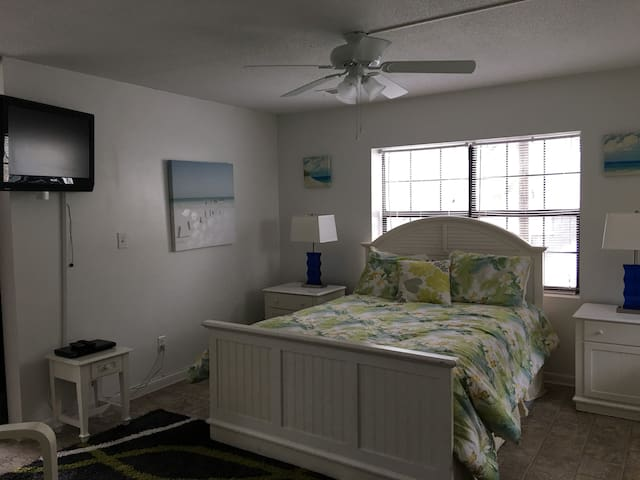 Fannies Studio/Full KITCHEN  #5B 100yds to beach - Tybee Island