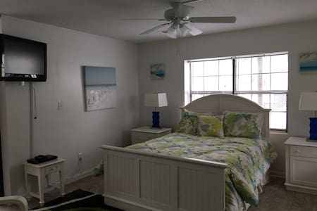 Fannies Studio/Full KITCHEN  #5B 100yds to beach - Tybee Island - Appartement
