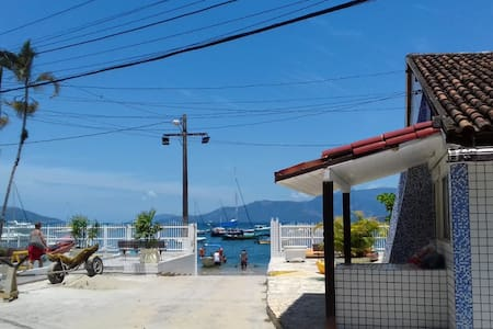 Kitnet em condomínio fechado a beira mar