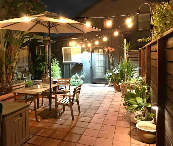 Studio Cottage, Walk to Balboa Park, (has A/C!)