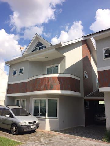 Confortável Triplex - Curitiba - House