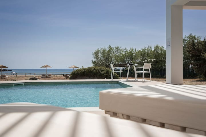 R 1107 Jason's Villa Lithos With Stereo system with CD, Sea view & Private Swimming Pool