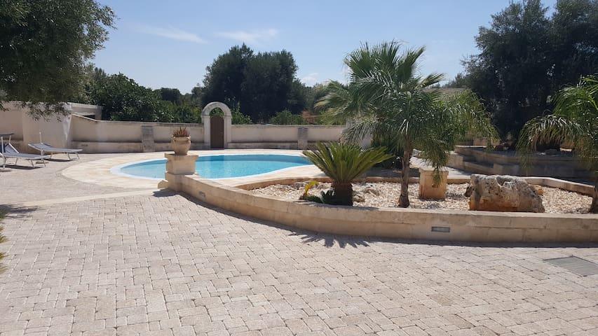 Dimora di Tours (Private room in Villa with pool)