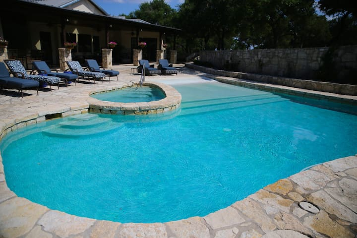 Nyumba House - Asante Lodging and Events - Dripping Springs - Bed & Breakfast