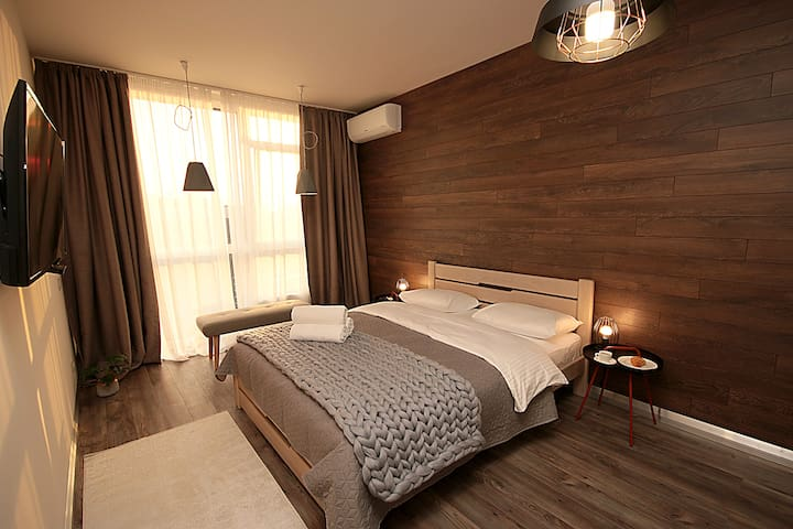 Дизайнерские апартаменты(4), ул. Предславинская 53