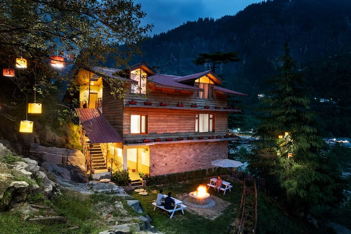 Luxurious & Cozy Cottage Room with private balcony