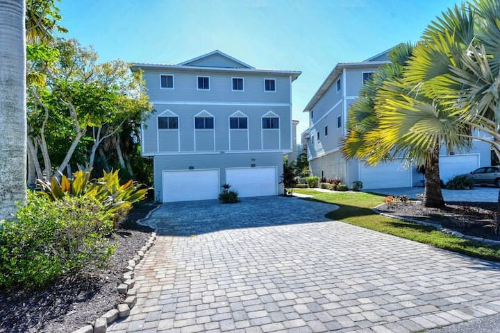 Beachwalk - Siesta Key Beach - 3BR Townhouse - Heated Pool - upscale