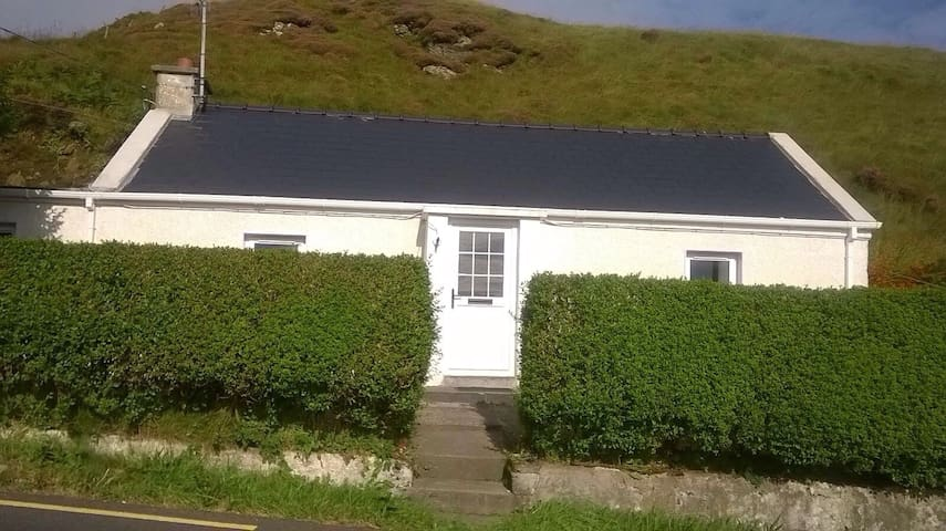Slieve League Cottage - County Donegal - House