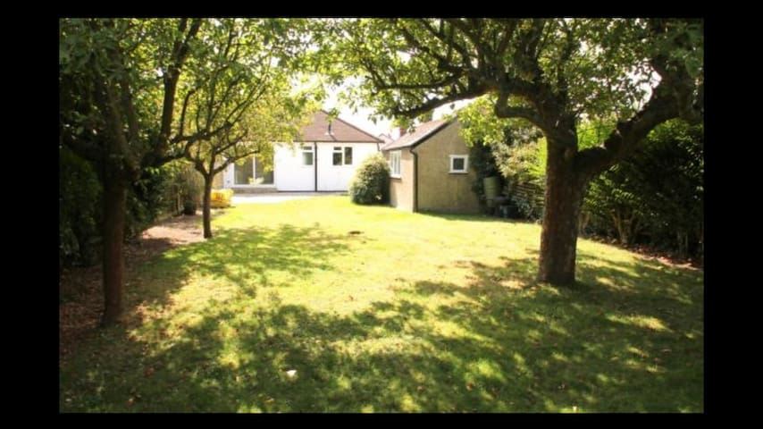 Perfect House in Staines close to Heathrow - Staines-upon-Thames - House