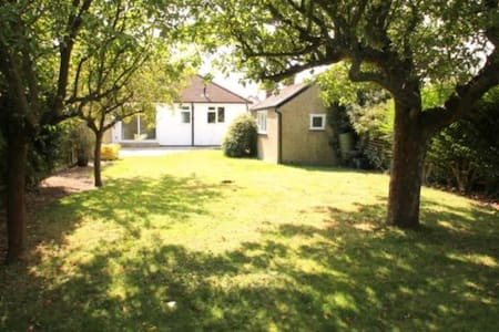 Perfect House in Staines close to Heathrow - Staines-upon-Thames - 独立屋