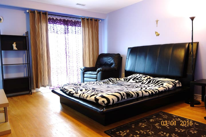 Master Room with Private Bathroom - Toronto - Rumah