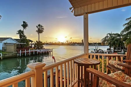 2BR Port Isabel Cottage w/Waterway Views! - Порт-Исабел