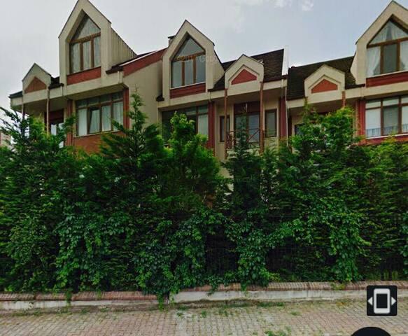 Luxary 4 floors Villa & air co