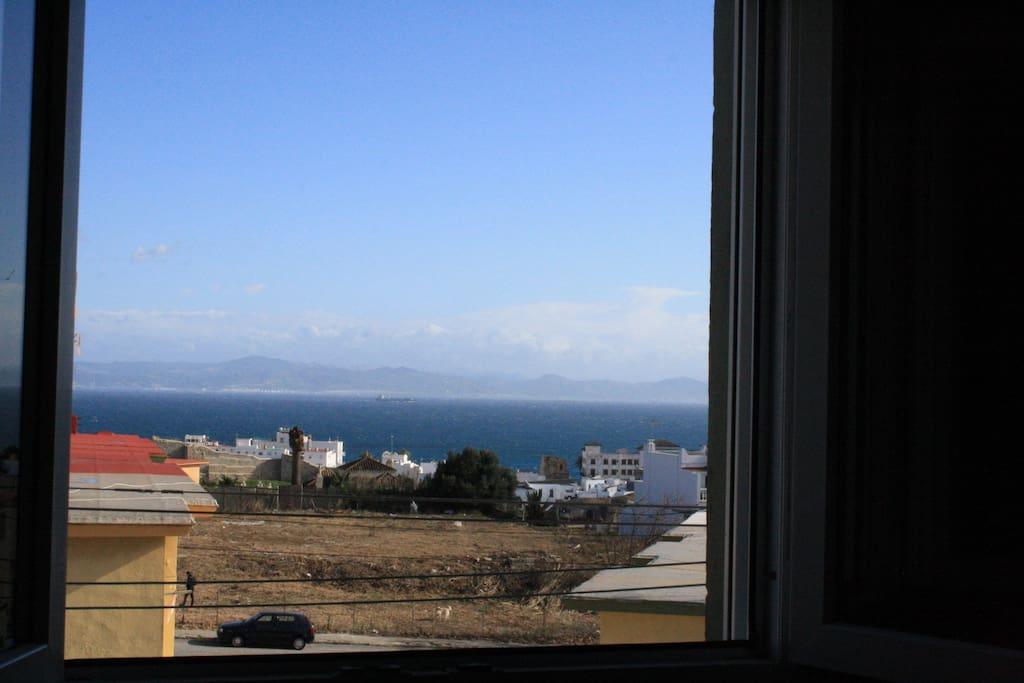 Vistas panorámicas del estrecho de Gibraltar con Marruecos al fondo.
