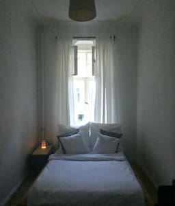 Private room with a big bed in char - Cirò Marina - Apartamento