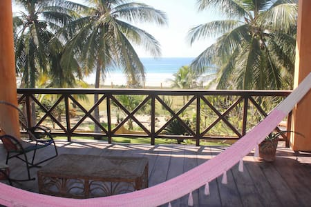 Affordable Beachfront Paradise, Includes Chef!