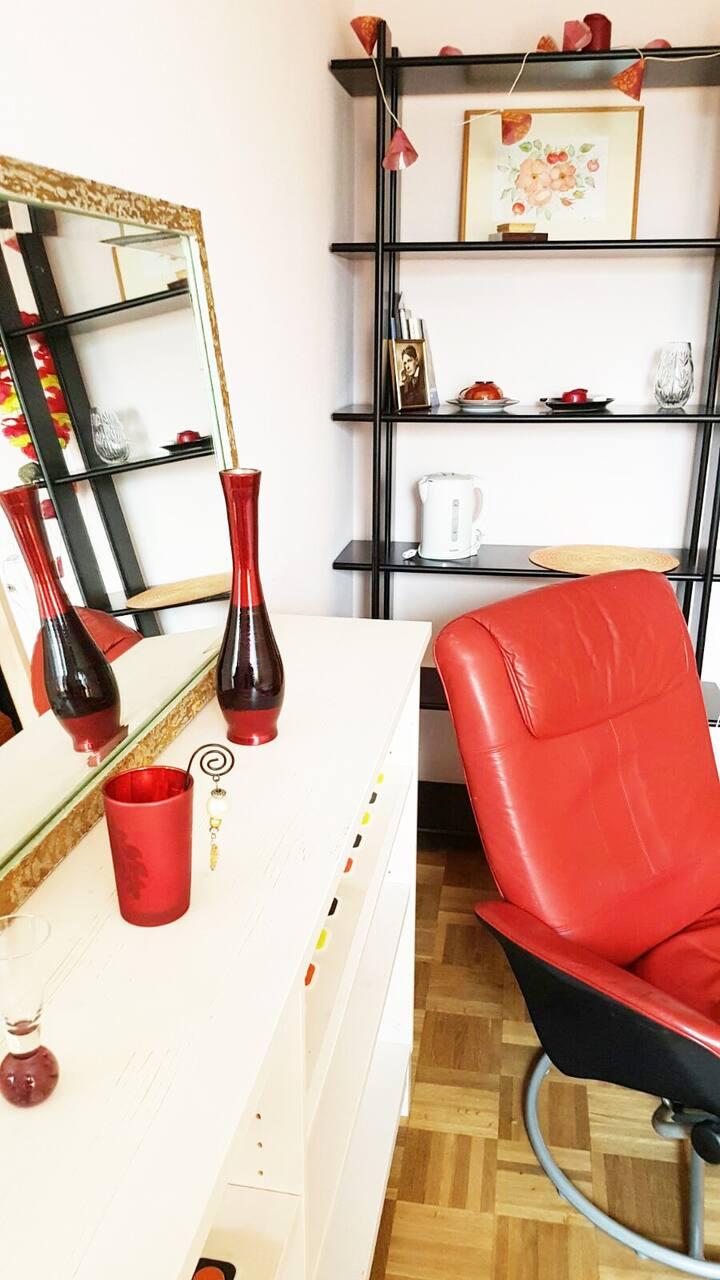 Zimmer (rosenrot) in Dornach nahe Goetheanum
