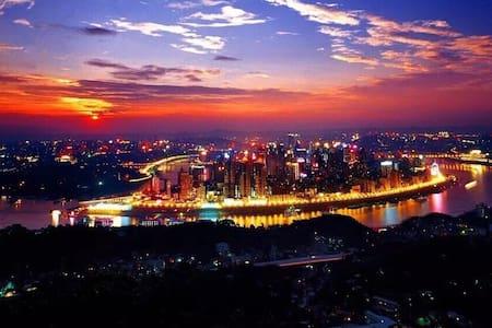 近解放碑洪崖洞旁的一线江景阳光充沛两室套房(地铁直达) - Chongqing