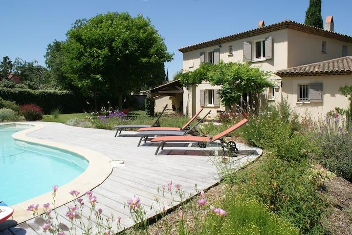 Maison de famille aux portes d'Aix 12 couchages