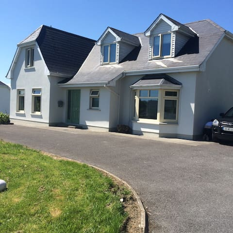 Newly renovated family friendly home - Westport - House