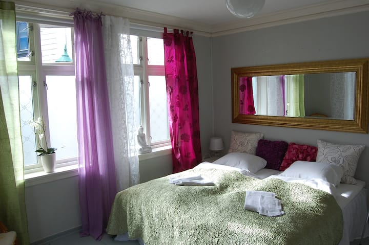 Mettes House Room L