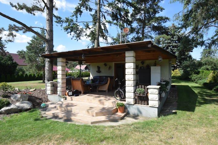 Zahradní domek s krbem - Hradec Kralove - Huis