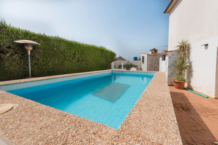 Large 4 bed apart private secluded pool/Sea views