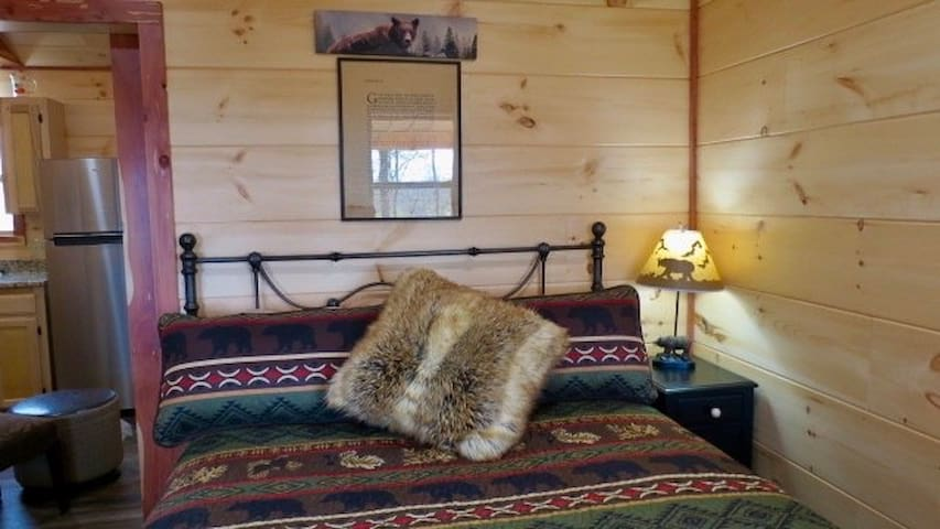 Bedroom/Queen size bed