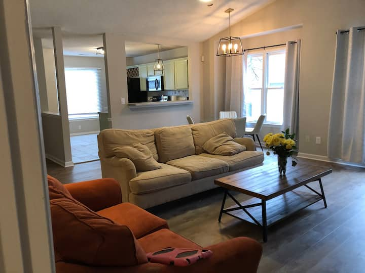 One level home in Cary Location !!