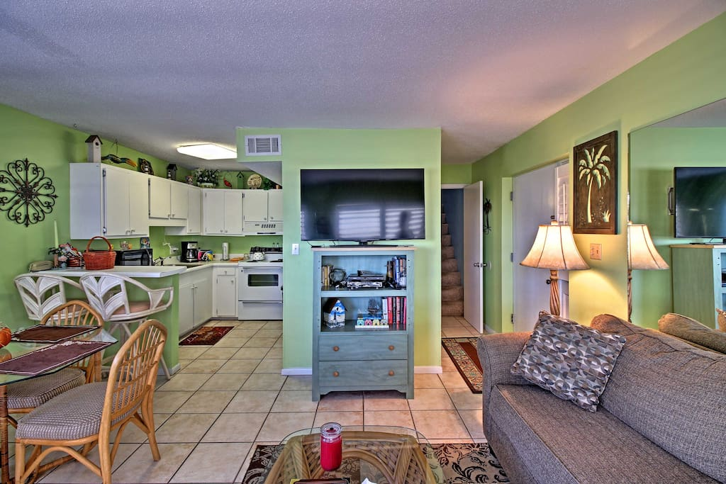 This quaint condo sleeps up to 6 and is filled with all of the home essentials.
