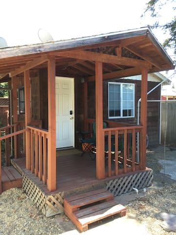 Detached Studio Cottage Near Downtown Santa Rosa