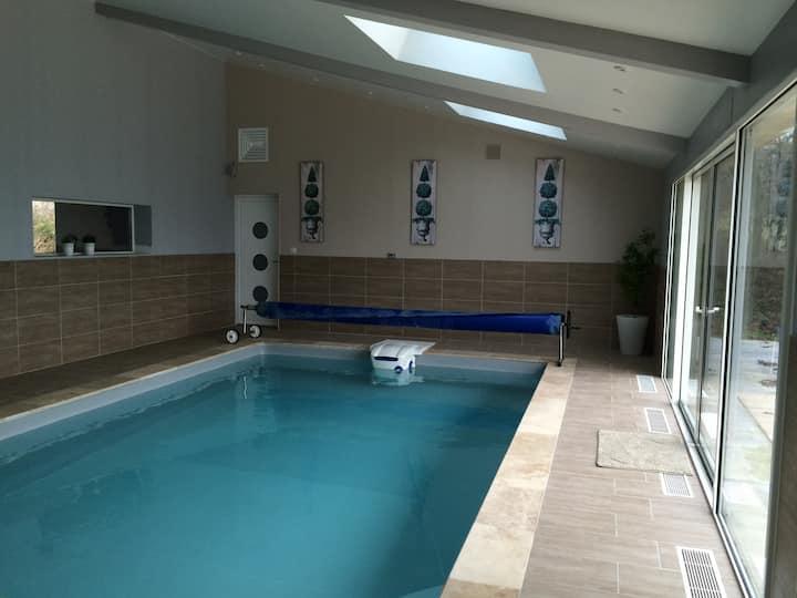 Chambre Romance et espace commun piscine