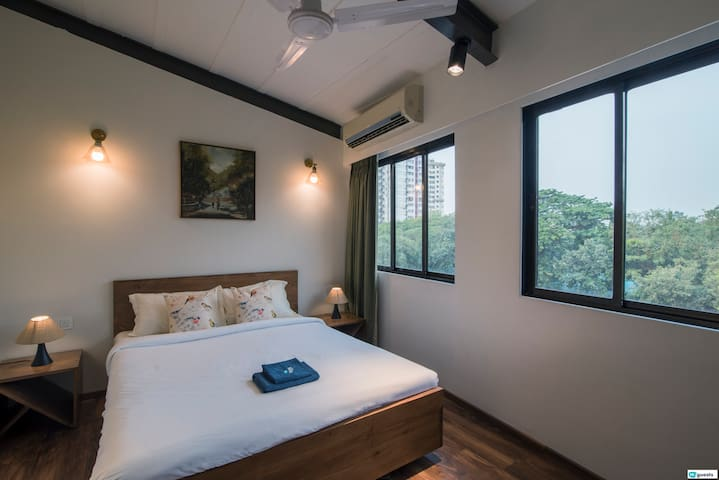 Ensuite Private Room in Colaba 6 mins to Gateway!