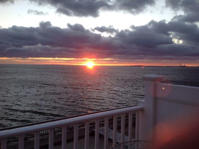 Condo on Cape Cod Bay lovely views - North Truro - Selveierleilighet