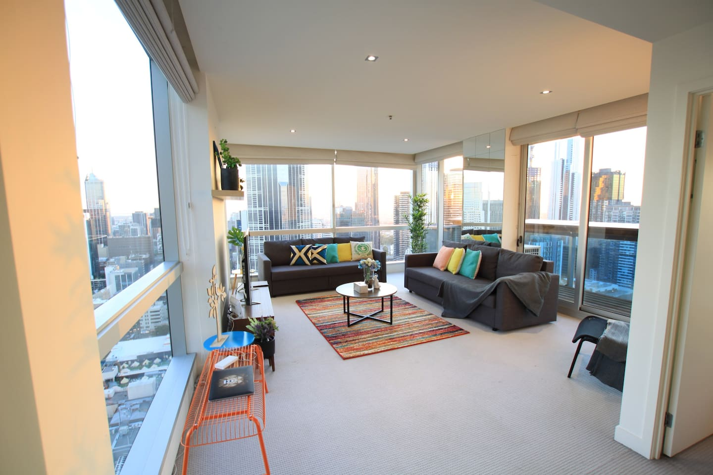 Location! Location! Location! Heart of CBD with 270 degree Living Area