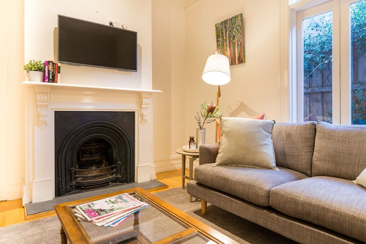 Charismatic Clifton Hill - Terrace House