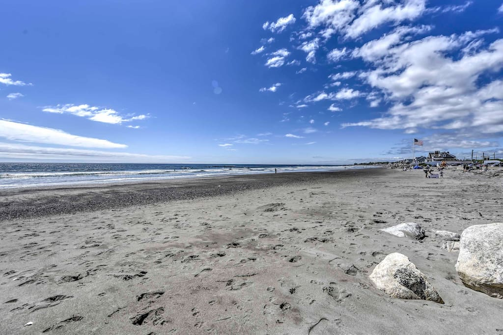 This home is just a short walk from Jenness State Beach!