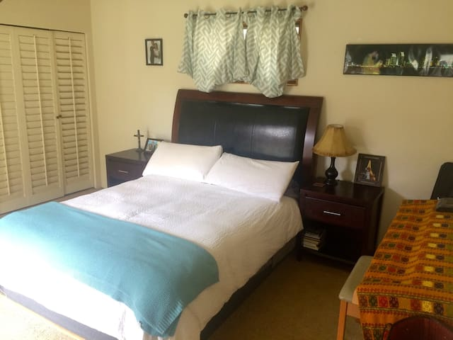 MasterBedroom in cottage near beach