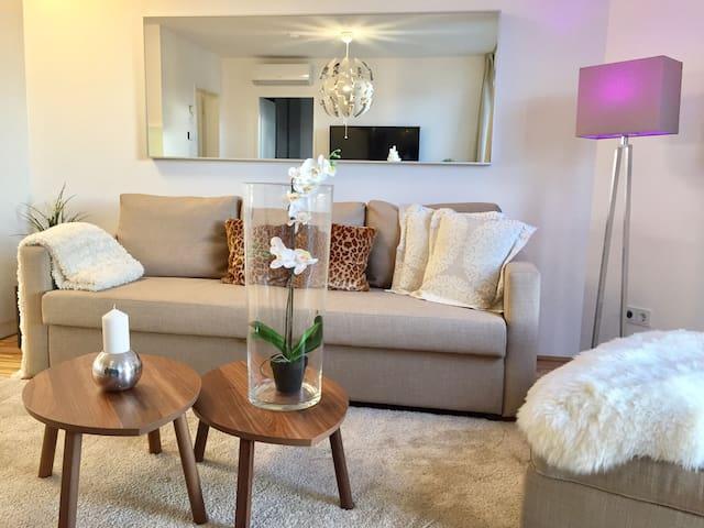 Moderne neue Wohnung mit sonnigem Balkon + Garage - Wenen - Appartement