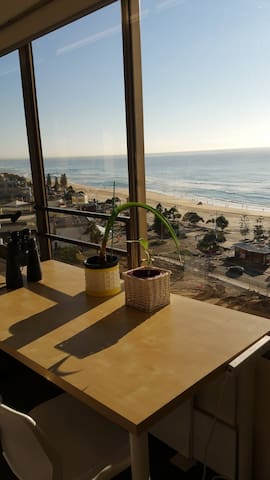 Cosy unit in the heart of Surfers - QLD - Pis