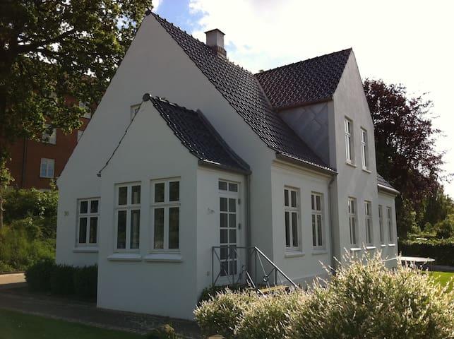 Lækker central lejlighed i Silkeborgs Sydby